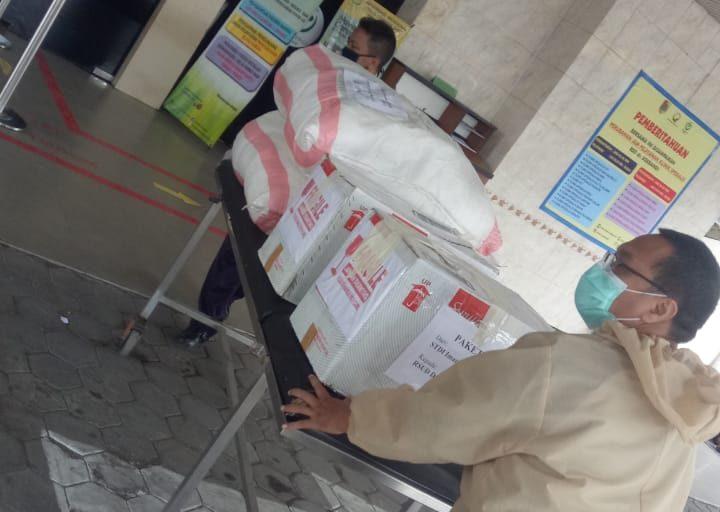 Mulai Langka, STDIIS Jember Salurkan APD Untuk Tenaga Medis